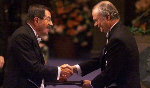 Receiving his Nobel Prize from His Majesty King Carl XVI Gustaf of Sweden at the Stockholm Concert Hall, 10 December 1999